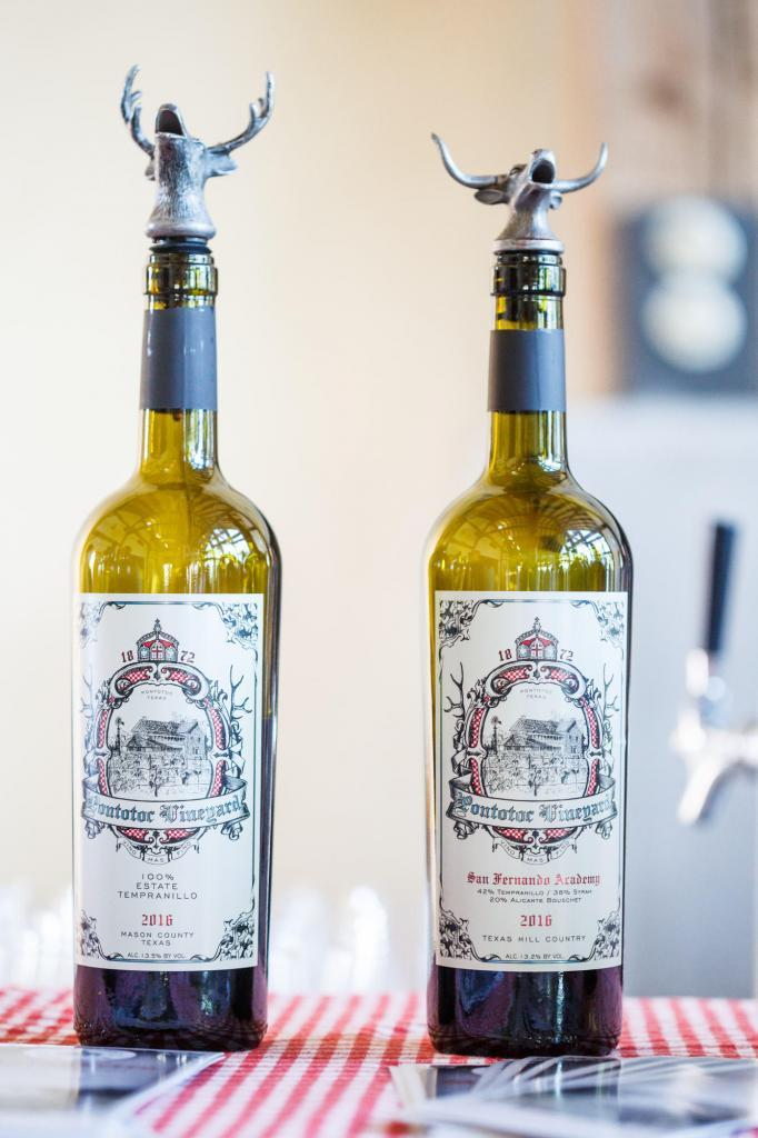 Sustainably produced wine. Austin Farm to Table Gala 2018 - Event Photography